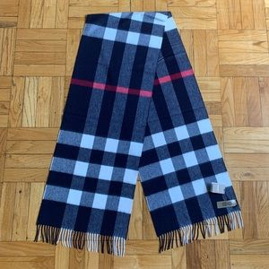 NWT Burberry cashmere navy check scarf w/fringe